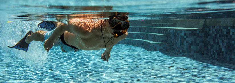 Como identificar e remover manchas da piscina?