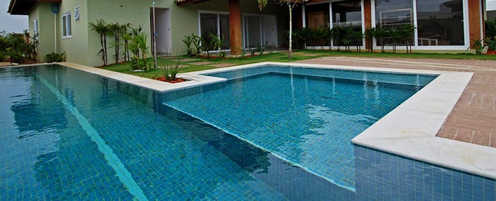 Cloro para piscina e outros químicos de limpeza