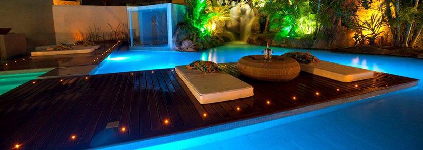 Como decorar a piscina para festas de final de ano