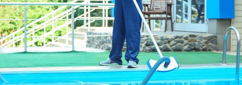 Descubra como fazer a limpeza da borda da piscina corretamente