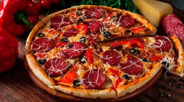 Pizza redonda con masa casera