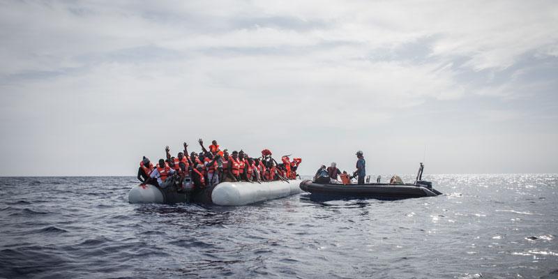 resqship rettungseinsatz überfülltes Gummiboot