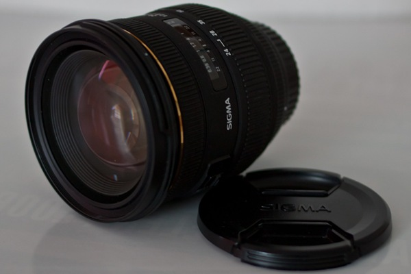 Das Sigma 24-70 F2.8 EX DG HSM mit Verschlussdeckel