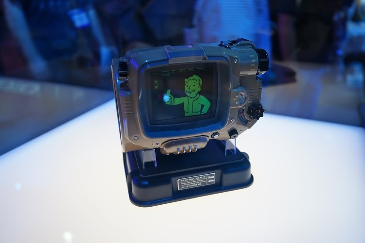 Fallout 4's Collectors Edition Pip-Boy Will Not Work With Larger Phones