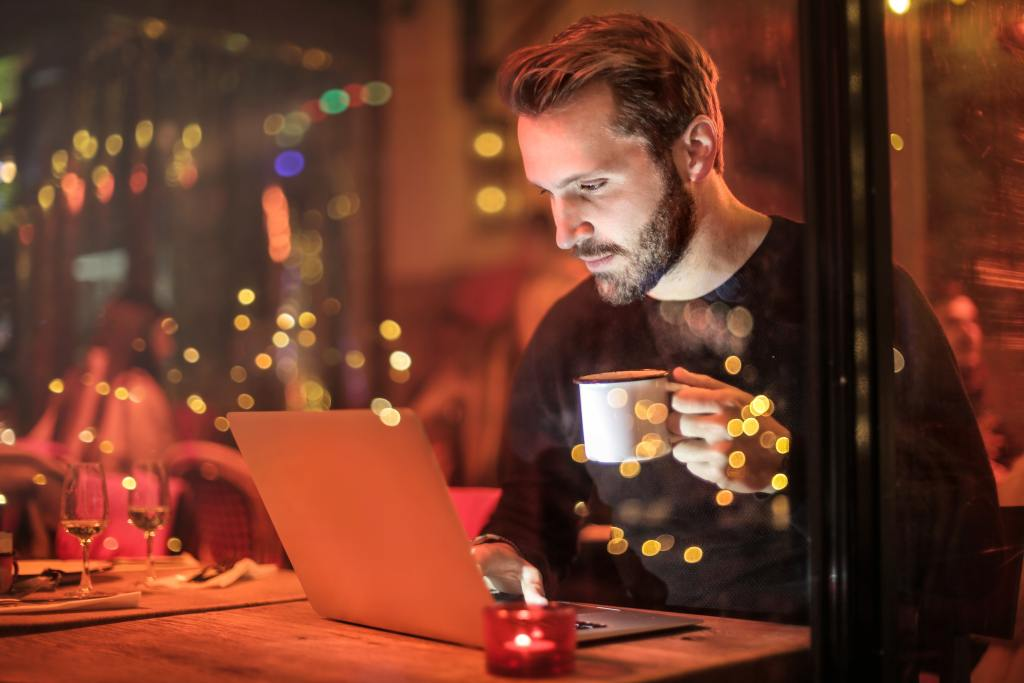 Man on his laptop at a cafe