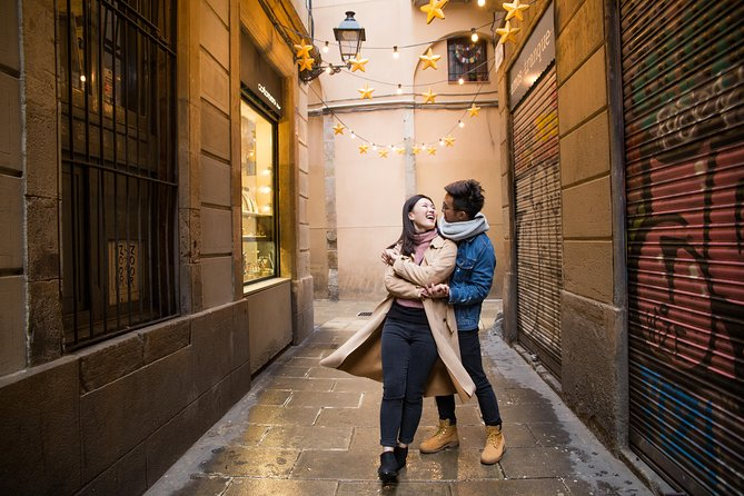 Photo of a couple during a photowalk tour of Barcelona