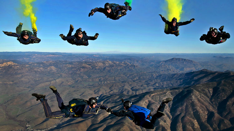 7 sky divers achieving their goal