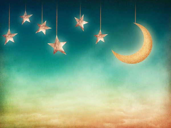 Image d'une lune et d'étoiles