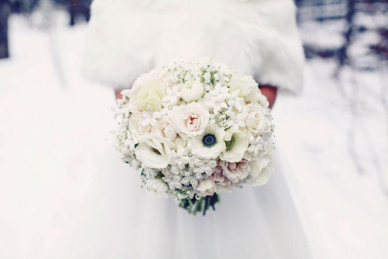 snowy-winter-wedding-ideas-bouquet