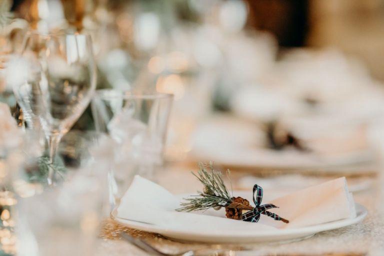 snowy-winter-wedding-ideas-plaid