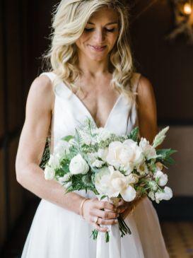 012-Labarte-wedding-Aspen-bride-bouquet