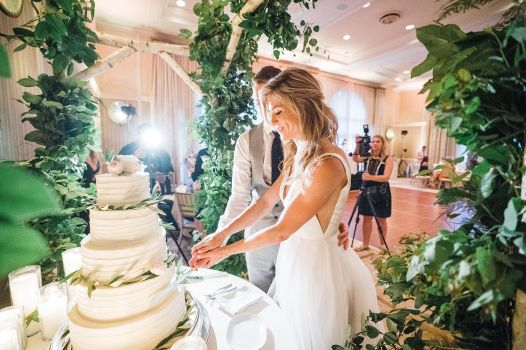 030-Labarte-wedding-Aspen-cake-cutting