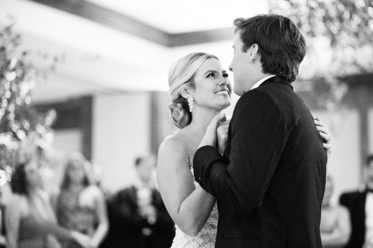 033-Winfrey-wedding-Beaver-Creek-first-dance