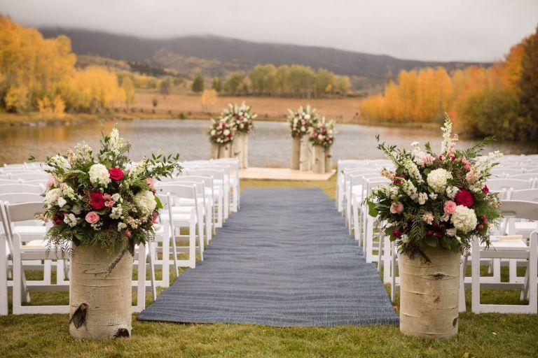 bella-outdoor-wedding-ceremony-ideas-tree-stands