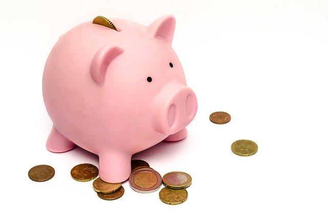 Cómo ahorrar cobrando 1.000 euros con una hucha