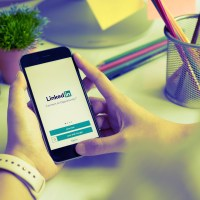 8 tips for using LinkedIn to stay connected