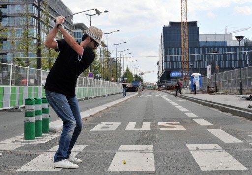Street Golfer, image: grenoble-insolite.com