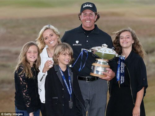 Phil Mickelson and his Family in 2013, image: dailymail.co.uk