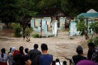 2016-06-20t085547z_1_lynxnpec5j0hf_rtroptp_3_indonesia-floods