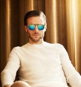 man met futuristische zonnebril 2018