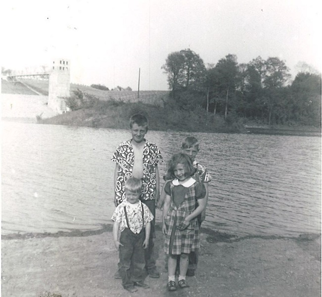 Buck Lovins' four eldest children (Will, Bob, Bev & Stan) at the opening of Winton Woods Lake, 1952