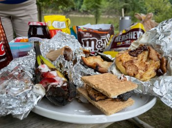 A variety of s'mores creations sit on a plat.