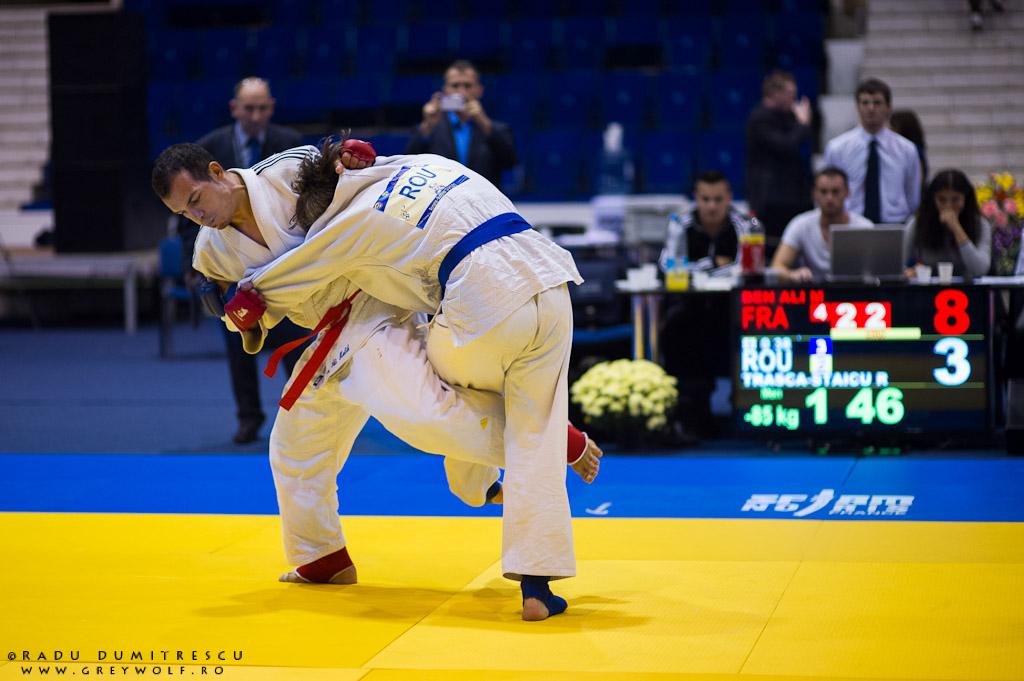 Trasca Staicu Rinu Adonis în timpul campionatului balcanic de Ju-Jitsu. Fotografie de sport - Radu Dumitrescu.