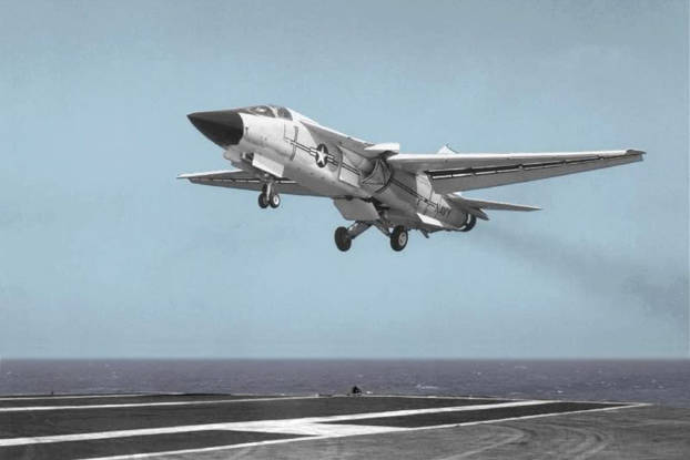 Essais en mer du F-111B