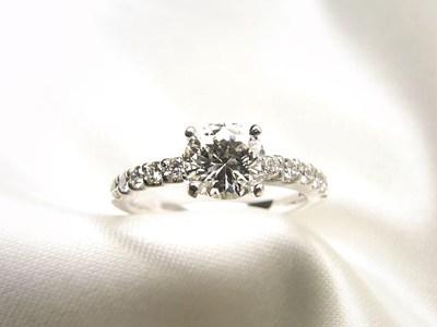お嫁さんに贈るダイヤモンドご婚約指輪へリフォーム【神戸 元町】