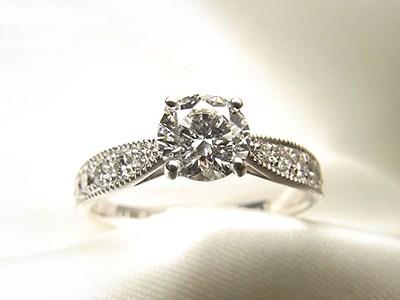 ご婚約指輪は0.5ct, VS, 3-EXのダイヤモンド【神戸 元町】