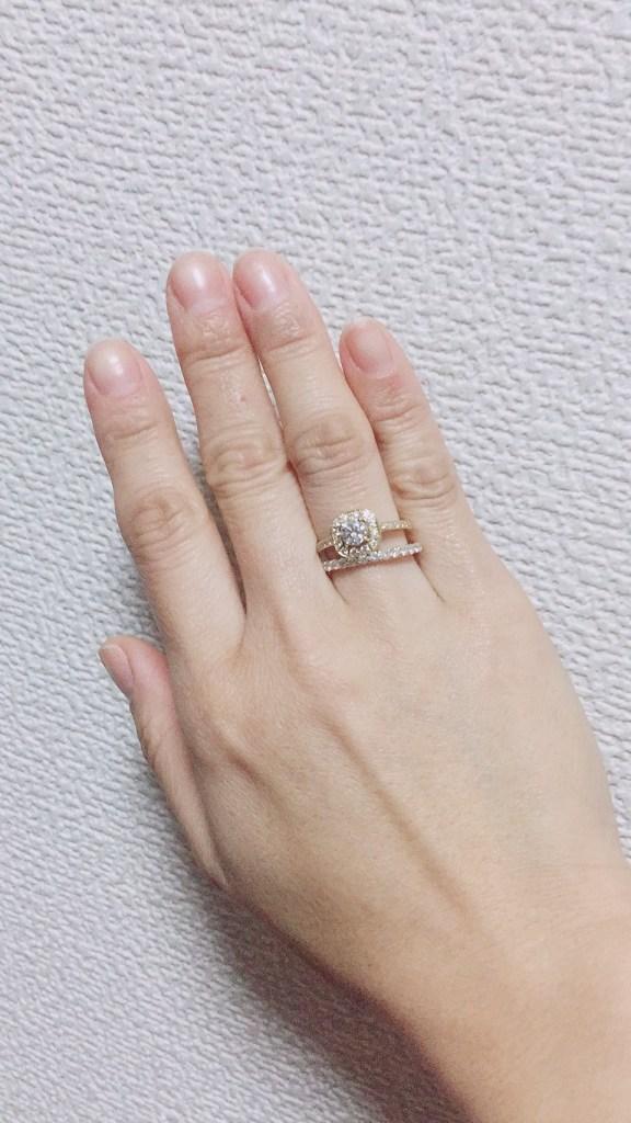 ダイヤモンドリングとエタニティリング の重ねづけ