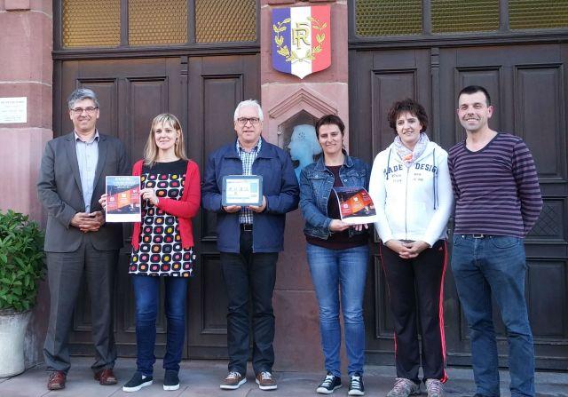 Soucht: Le premier smart village de Lorraine. Sur la photo: M. le Maire de Soucht, l'équipe de la mairie et Eric Gehl, cofondateur d'Hakisa