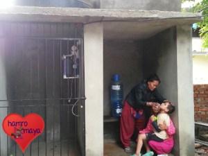 Installation eines Trinkwassersystems in der Behindertenschule. (Foto: Nepali Host Family)