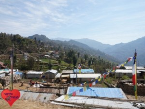 Viele Häuser in Sindhupalchowk haben provisorische Wände und Dächer aus Wellblech.