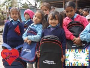 101 Schultaschen für die Kinder in Balaju.