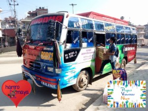Ein kompletter Bus voller Schultaschen.