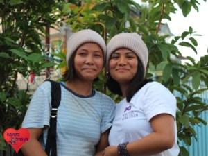 Samjhana (l.) mit ihrer besten Freundin Sabeena.
