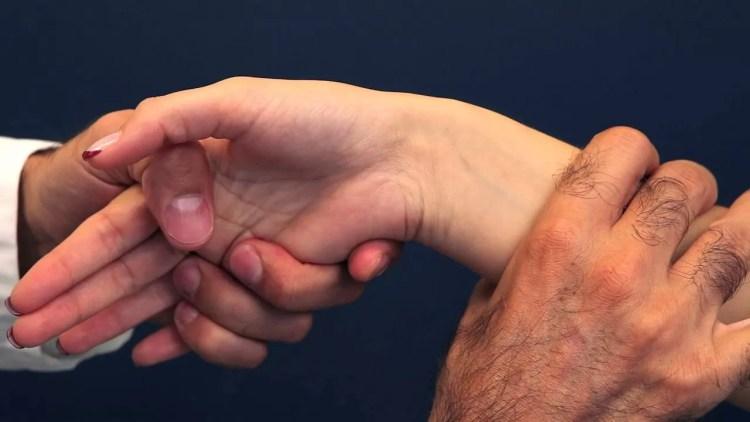 Traitements et raisons de la tendinite du poignet