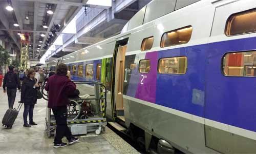 You are currently viewing Voyageur TGV en fauteuil : des réduc pour 3 accompagnateurs