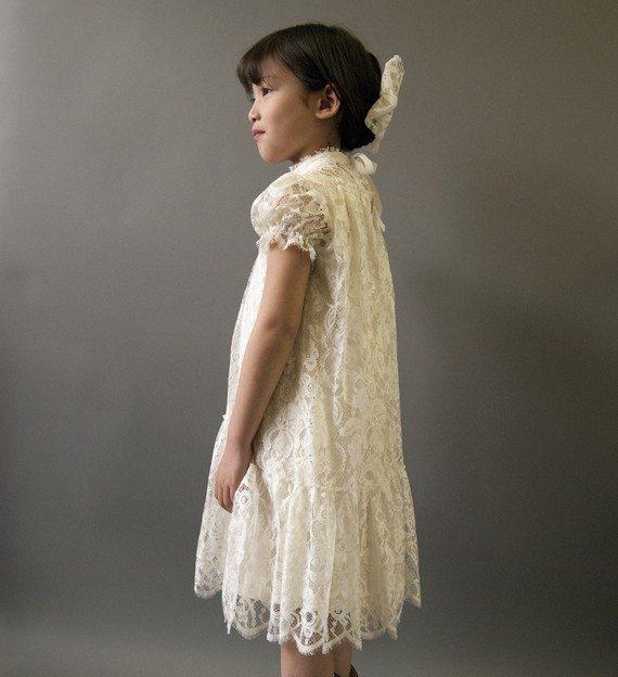une robe en dentelle pour mes petites filles d 39 honneur ou pas. Black Bedroom Furniture Sets. Home Design Ideas