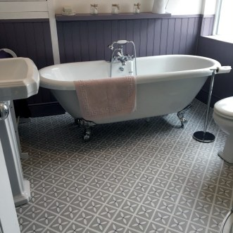 Jeanette's bathroom in Lattice Pebble Grey by Dee Hardwicke
