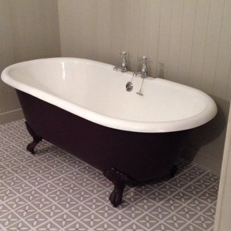 Sarah's bathroom in Lattice Pebble Grey by Dee Hardwicke