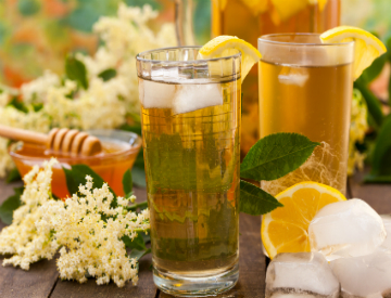 For a refreshing treat this summer, try making some honey mint lemonade. ©iStockphoto.com/meteo021