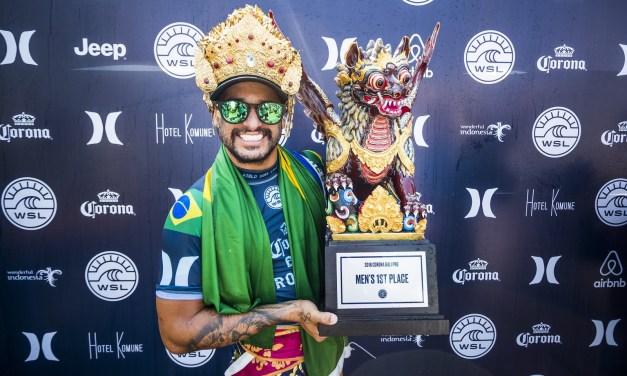 Italo Ferreira vence em Bali e assume liderança do Mundial de Surf