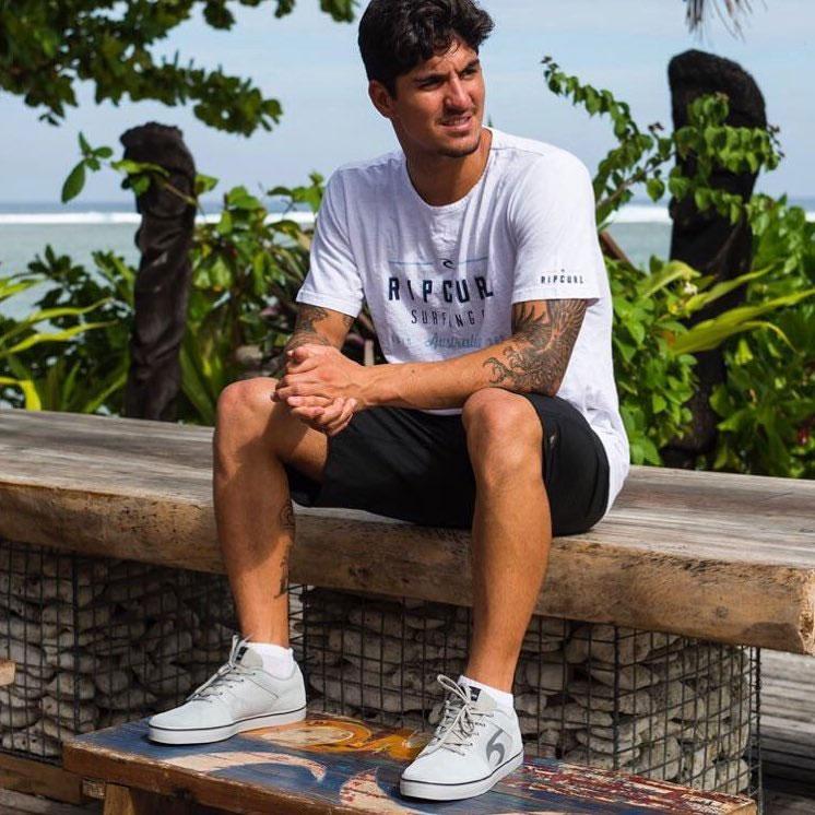 camiseta estampada masculina combinação