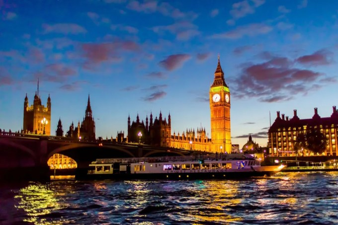 dusk sky view of big ben and a boat