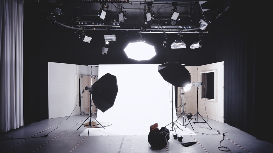 A photoshoot studio with large black lights