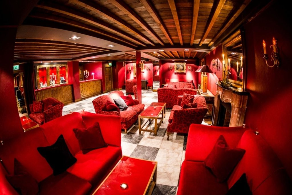 A basement bar in Glasgow which has red decor