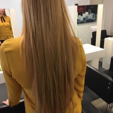 Vorher: super langes und hellbraunes Haar