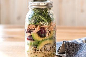 Salade in een glazen pot